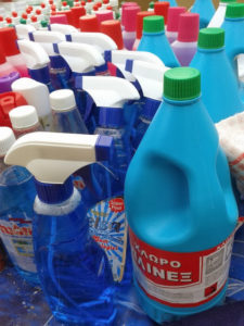 Φτιάξτε τα δικά σας απορρυπαντικά και προϊόντα καθαρισμού .